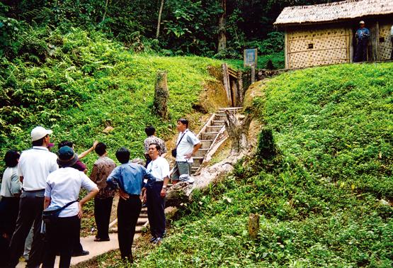Day 13: Hochiminh City - Tay Ninh - Cu Chi tunnel (B/L)