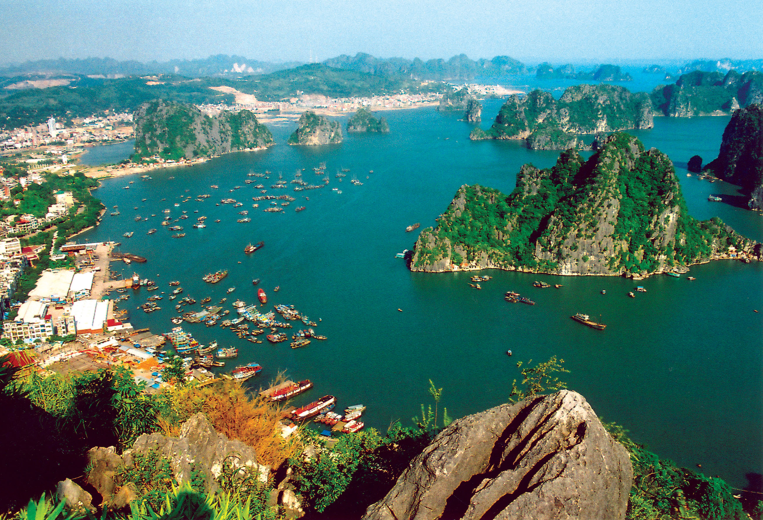 Day 3: Hanoi - Ha Long bay – Overnight on Junk (B/L/D) – included escort tour guide and private transfer from/to Hanoi