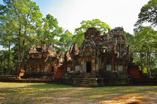 Day 2: Siem Reap - Angkor Watt tour (B/L/D)