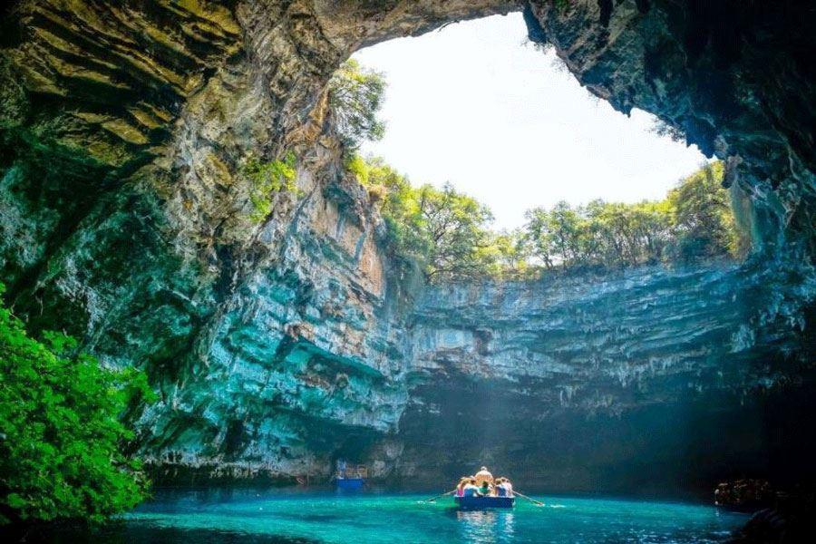 Day 4: Hue – Phong Nha Cave – Hue (B/L/D)