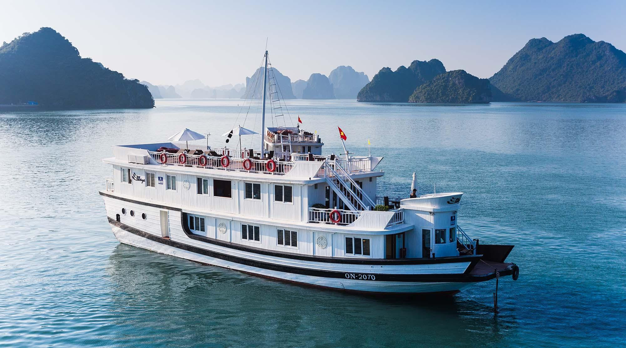 Day 04: Hanoi - Halong Bay - Overnight on cruise (B/L/D) - included escort tour guide and private transfer from/to Hanoi