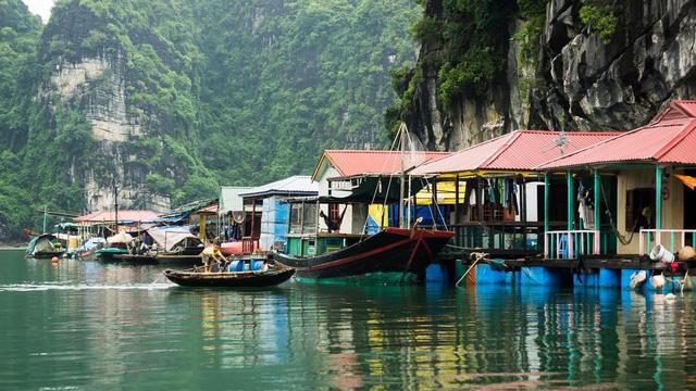Day 2: Halong Bay (B/L/D)